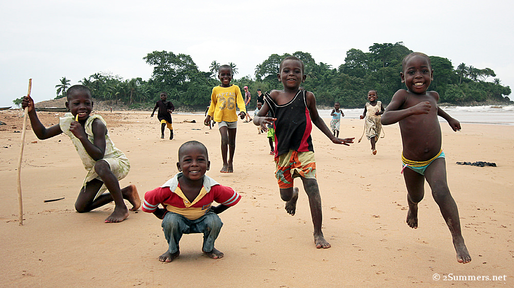 Akwidaa kids running