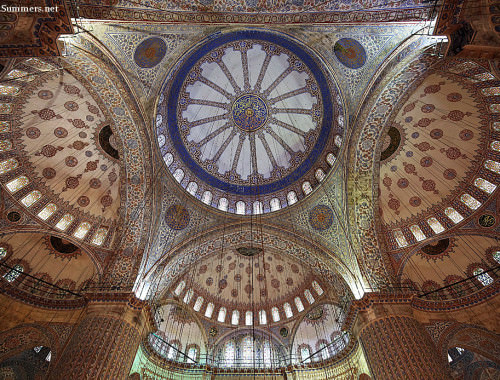 Blue-mosque-ceiling